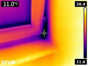 Zlé osadenie okna - tepelný únik medzi stenou a rámom okna
